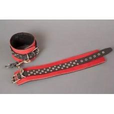 Красно-чёрные узкие поножи с клёпками